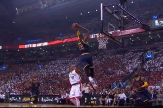 Le alley-oop Kyrie Irving – LeBron James