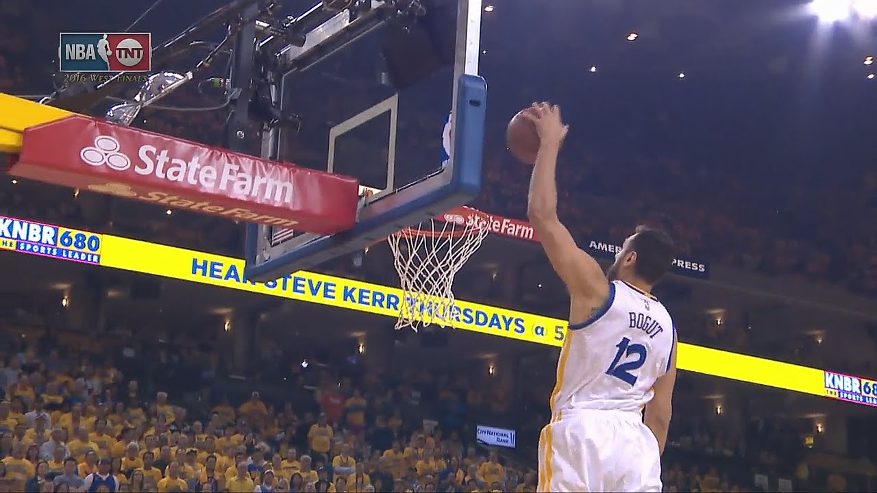 Le alley-oop Stephen Curry – Andrew Bogout