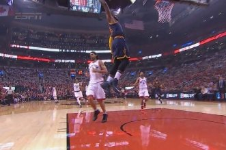 Le superbe outlet pass de Kevin Love pour le dunk de LeBron James