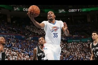 Les highlights de Kevin Durant (26 pts) et Russell Westbrook (31 pts)