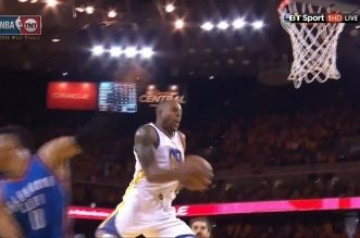 L'incroyable circus shot d'Andre Iguodala !