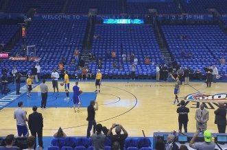 Stephen Curry balance un 5/7 depuis le logo