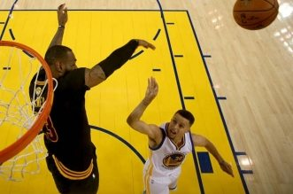 LeBron James contre Curry