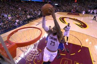 L'énorme alley-oop Jr Smith – LeBron James