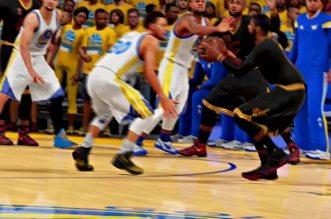 Vidéo: le shoot à trois points clutch de Kyrie Irving version NBA 2K16