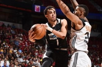 LAS VEGAS, NV - JULY 17:  Tyus Jones #1 of the Minnesota Timberwolves looks to pass against the Phoenix Suns during the 2016 NBA Las Vegas Summer League game on July 17, 2016 at the Thomas & Mack Center in Las Vegas, Nevada. NOTE TO USER: User expressly acknowledges and agrees that, by downloading and or using this photograph, User is consenting to the terms and conditions of the Getty Images License Agreement. Mandatory Copyright Notice: Copyright 2016 NBAE  (Photo by Garrett Ellwood/NBAE via Getty Images)