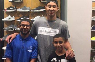 Ben Simmons offre une paire de sneakers à un gamin en faisant son shopping
