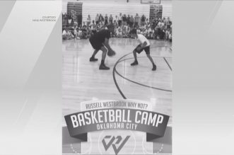 Russell Westbrook s'amuse avec un gamin de son camp pour finir par un gros dunk