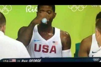 Insolite! Quand Paul George se croit en NBA sur le banc