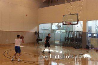 Un shooting coach NBA bat le record du nombre de 3-pts avec 1 ballon en 1 minute