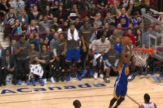 Le alley-oop Stephen Curry – Andre Iguodala