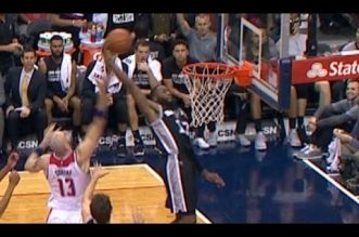 Jonathon Simmons surgit pour une superbe claquette dunk !