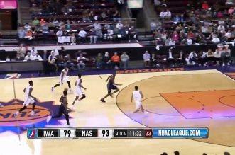 Le rookie des Suns Derrick Jones débute sa carrière D-League avec deux dunks stratosphériques !