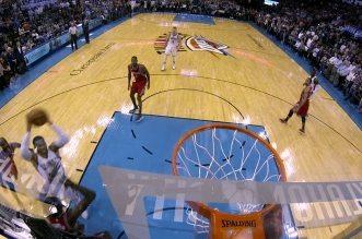 Russell Westbrook tue le match sur un énorme poster !