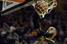 lebron-james-dunk-windmill